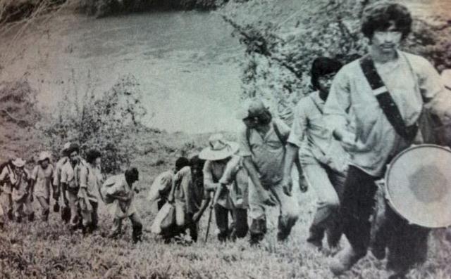Um brigada de alfabetização percorre as aldeias da Nicarágua em 1980
